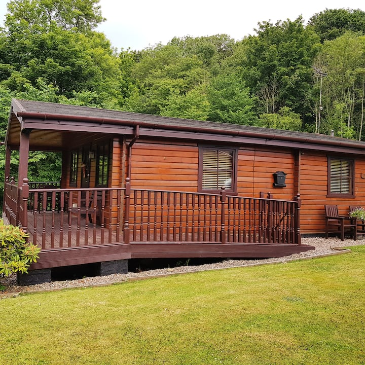 Beech Lodge Self Catering Log Cabin with Hot Tub