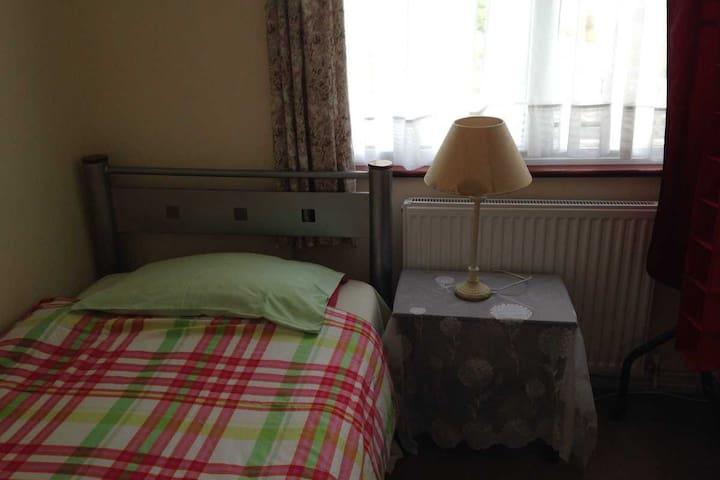 Cosy Bright Single Room - Pinner - House
