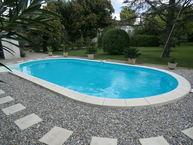 la Maison de Mamie en Provence - Vedène - Gästhus