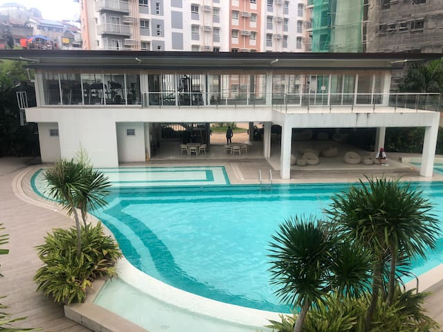 1 Bedroom Corner Suite with Balcony near IT Park