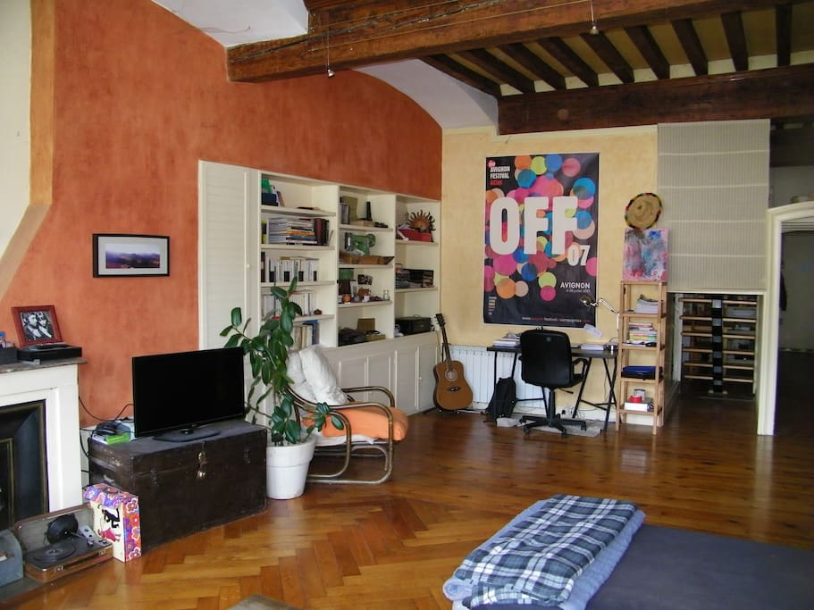 Appartement atypique type loft quai de sa ne for Appartement atypique lyon