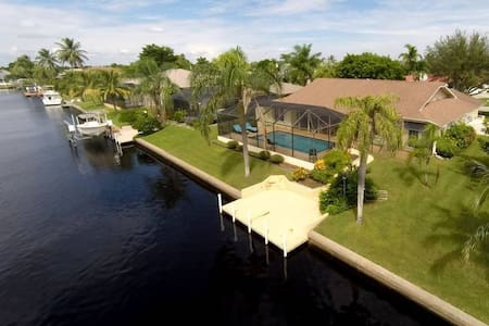 Waterfront property in prime location to the Gulf - Maison