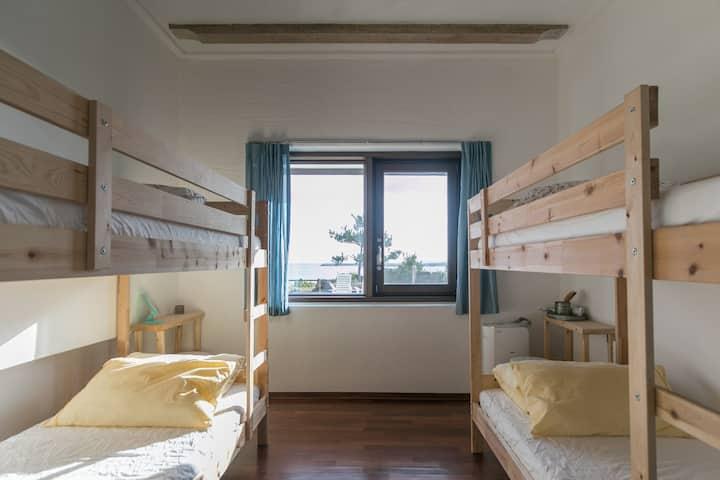 자고가 게스트하우스 A jagoga guest house (beach house)