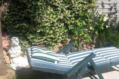 LE   GARLABAN PRES DES COLLINNES - Marseille - Villa