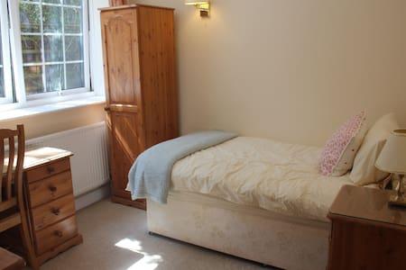 Self contained private & quiet room - Apartament