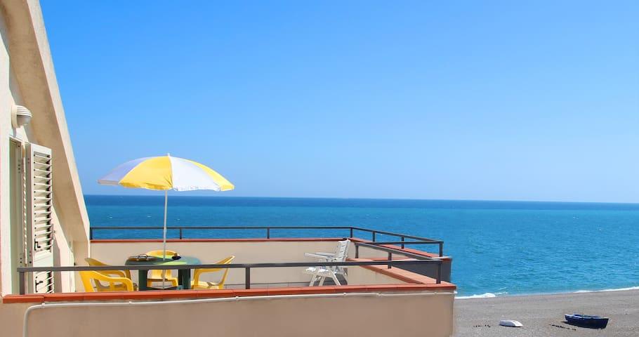 Appartamento UNICO con terrazza sul mare - NUOVO - Mascali - Apartment