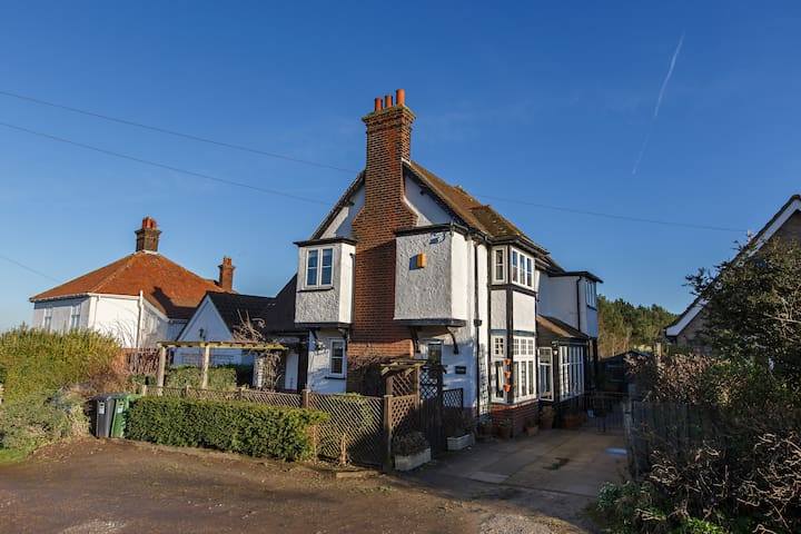 Oakwood, West Runton.  5 Bedrooms. Sleeps up to 12