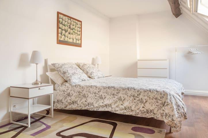 A 2 minutes du Château de Versailles