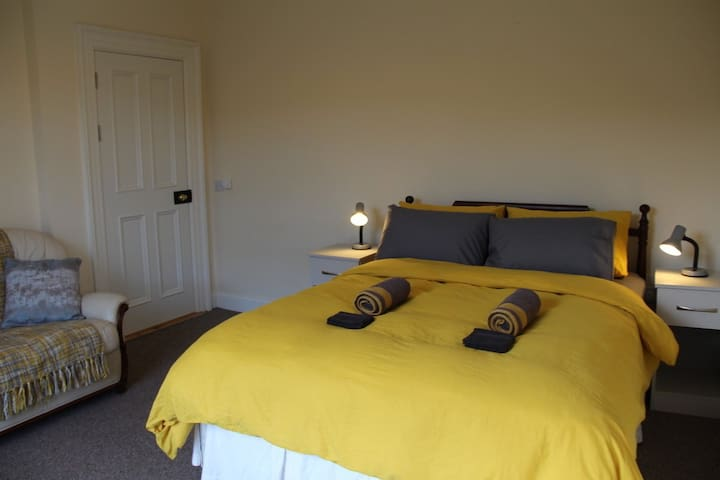 Cozy room in beautiful Cork House - *LONG STAY*