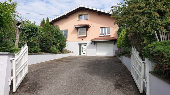 Beau T4 85m2 terrasse, parking et jardin privatif