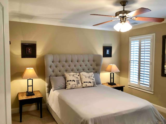 Room in Executive Home. Private Gated Community.