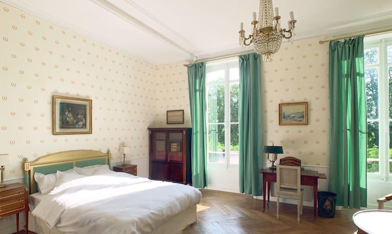 Chambre «Les Abeilles «au Château Salverte