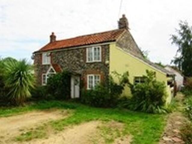 250 yr Cottage close to Lakenheath/Mildenhall base
