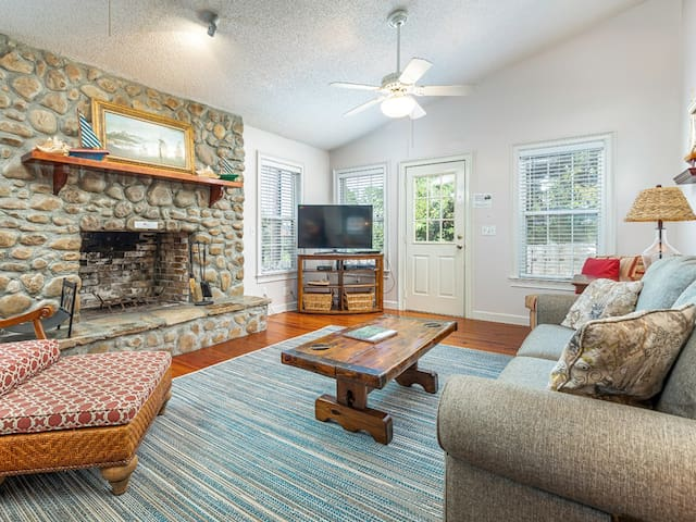 Family friendly Home in Quiet North Beach location - Nautical Watch