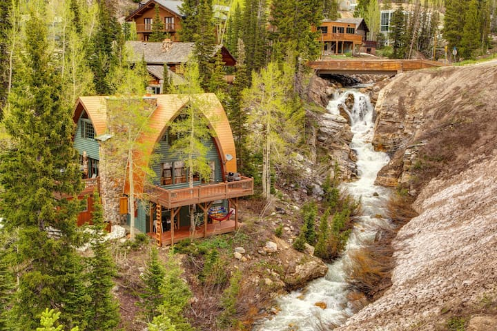 Iconic creekside mountain home w/ private hot tub, fireplaces, & amazing views!