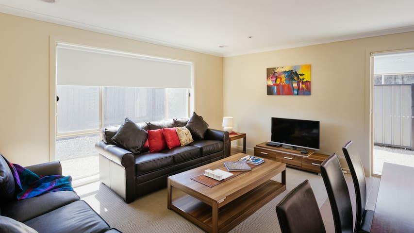VILLA VILLANDRY 14 MELBOURNE  4BDRM, SLEEPS 10-12 - Roxburgh Park