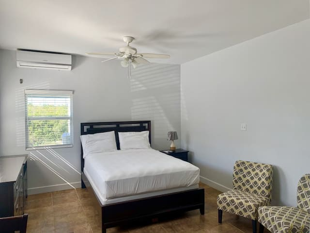 Studio Apartment Neighboring Grace Bay