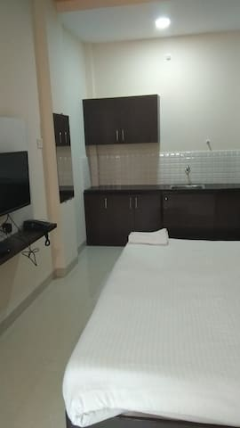 Comfirt home stay at hotel, prime location of city