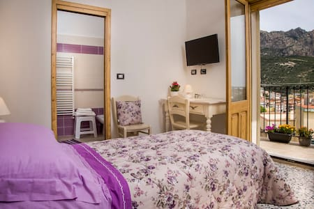 B&B Aria 'Ona, CAMERA LILLA con vista panoramica - Villagrande Strisaili - Bed & Breakfast