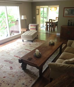 Hills Retreat, 10 min through forest to city - Portland - House