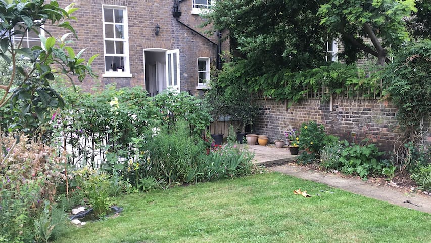 Fantastic garden flat in central location