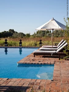 Stunning country lodge in Pilar - Pilar - Bed & Breakfast