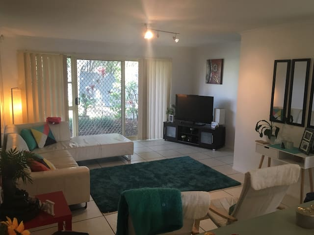 Location, Outdoor, Family Townhouse - Robina - Byt