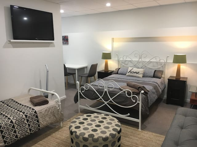 Studio or One Bedroom Unit in Cronulla CBD