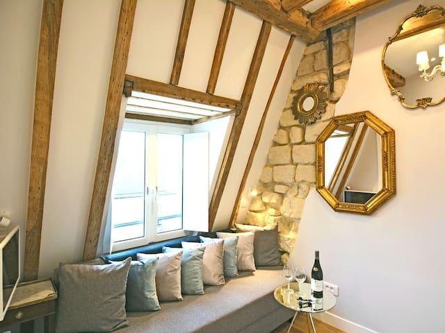 Luxurious & Stylish Residence
