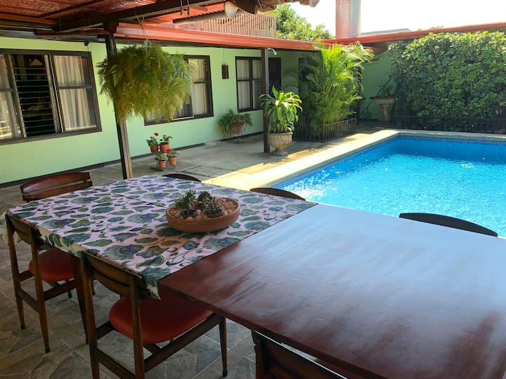 B&B Posada Las Palmas, very near the Airport, 4 km