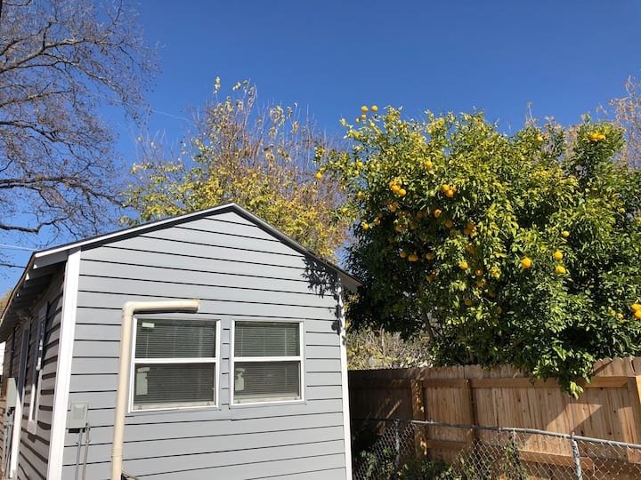 5 miles from Downtown SA - Whole Guest House!