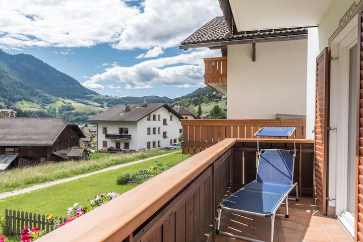 Villa Costa - Apartment A with Mountain View, Wi-Fi, Balcony & Garden; Parking Available