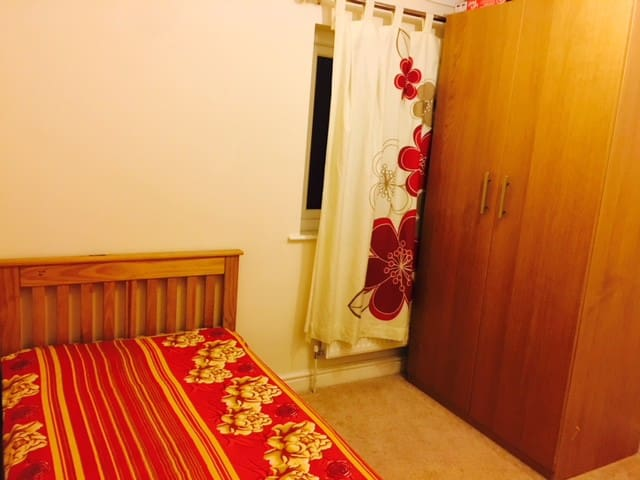 Semi Double room with single bed, 2 toilets