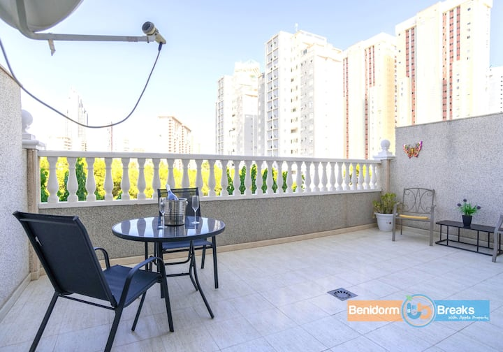 Family Getaway ★ Epic Balcony ♡ Pool ★ Perfect location | Walk to Everywhere ★ Air Con ★ | La Cala