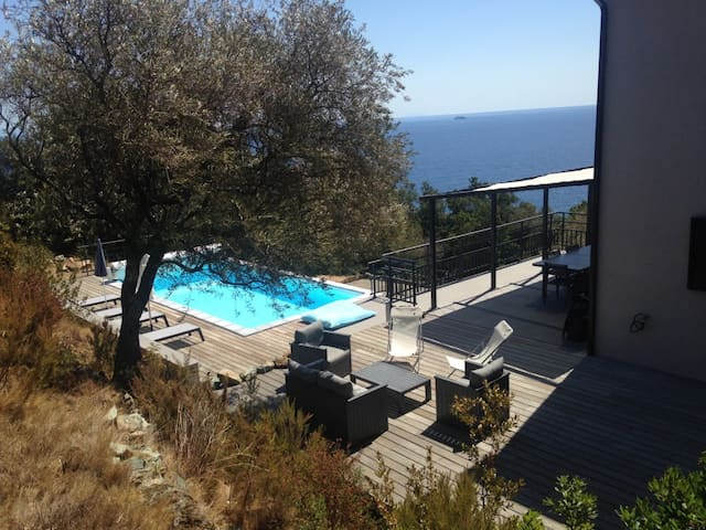 Chambre privée Erbalunga avec terrasse et piscine