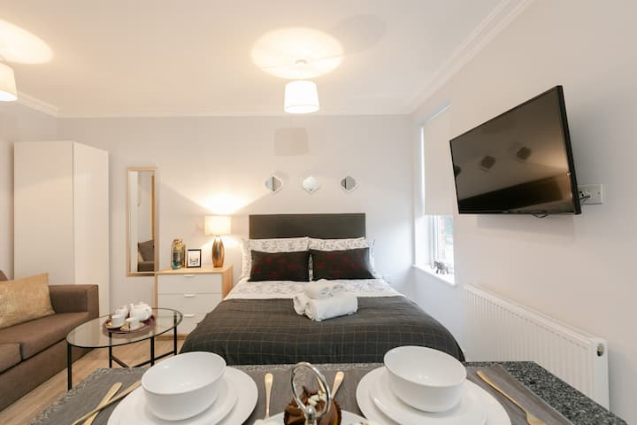 11 Helena  House Business Apartment