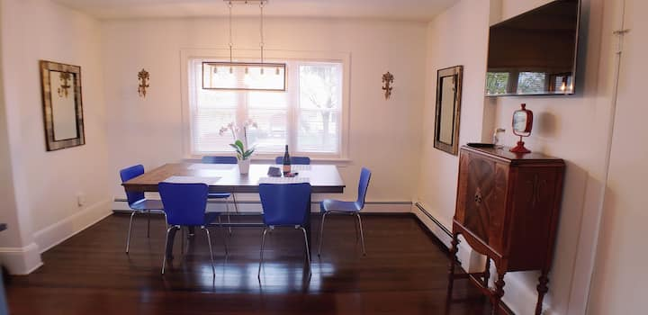 Tufts area-Modern- Spacious 2 bed, Wifi,  parking