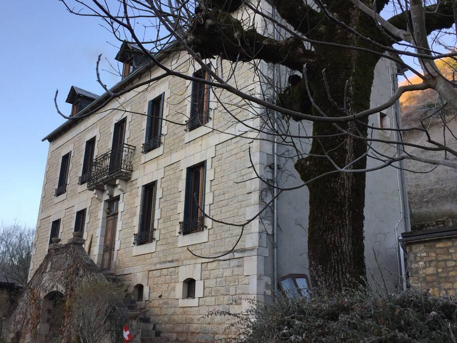 Aux Berges du Coubisou Pradels, la maison