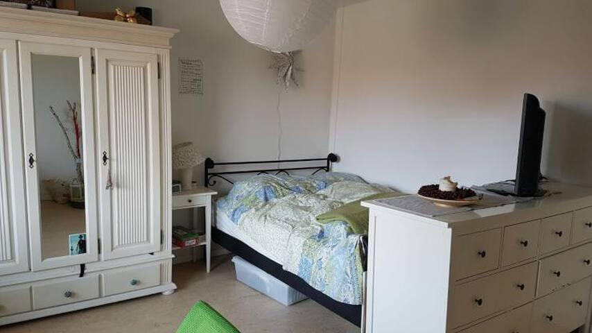 Ruhiges Einzelzimmer direkt am Stadtwald
