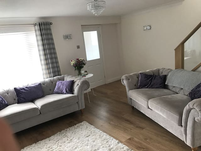 Clean and stylish double room to rent