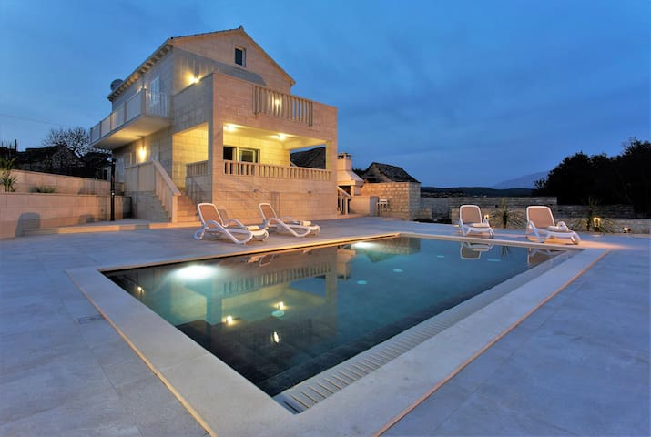 Private Villa with a pool for 2 - STUNNING VIEW