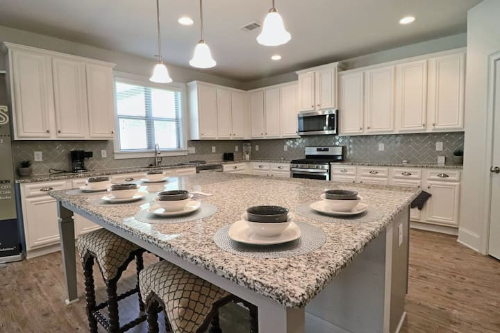 The kitchen is the heart of every home. Keep family & friend close while conversing and dining around this 7ft island that can hold up to twelve people.