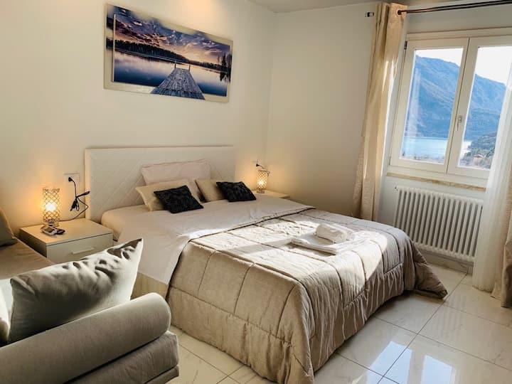 Appartamento moderno con vista lago