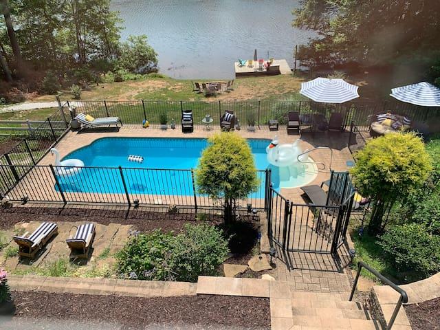 Waterfront Vacation Retreat