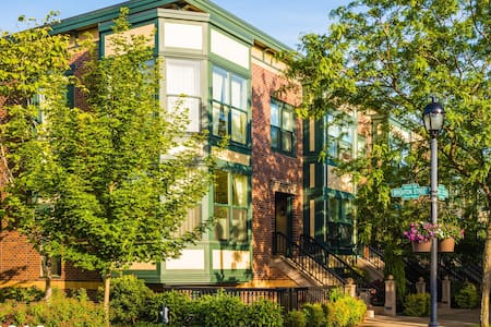 ☀️Charming Brownstone By Central Park/1 BR King!