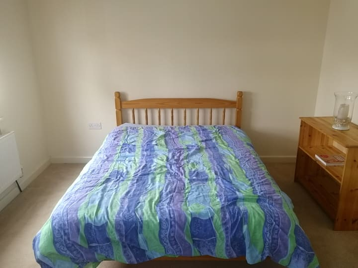 Spacious double room to rent Kennet Islsnd Reading