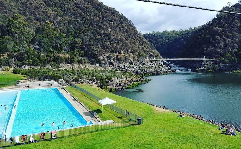 An entire house in the Cataract Gorge Reserve - West Launceston - บ้าน