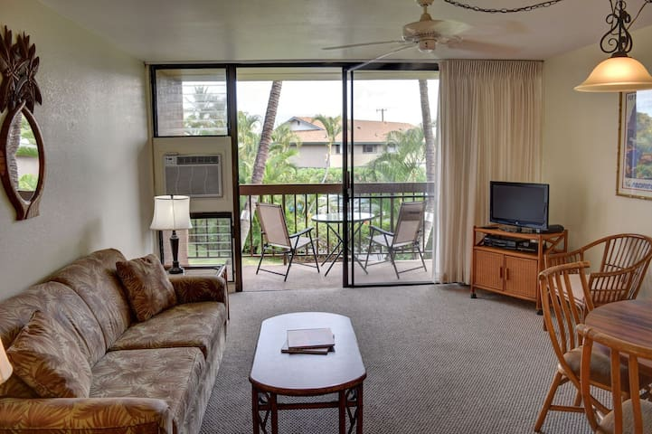 Standard unit with your own private lanai, short walk to the beach. (MV 1223)