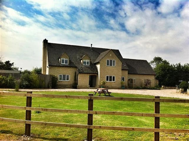 Meadowbank Farm, Witney. - Bampton