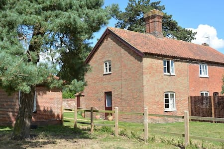 Decoy Cottage - newly renovated at Fritton Lake - Fritton